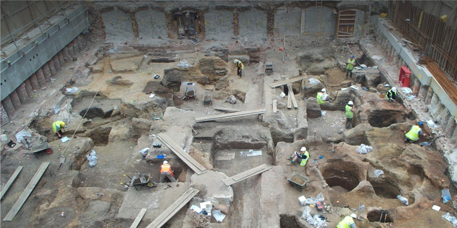 Excavation on a deep stratigraphy urban site