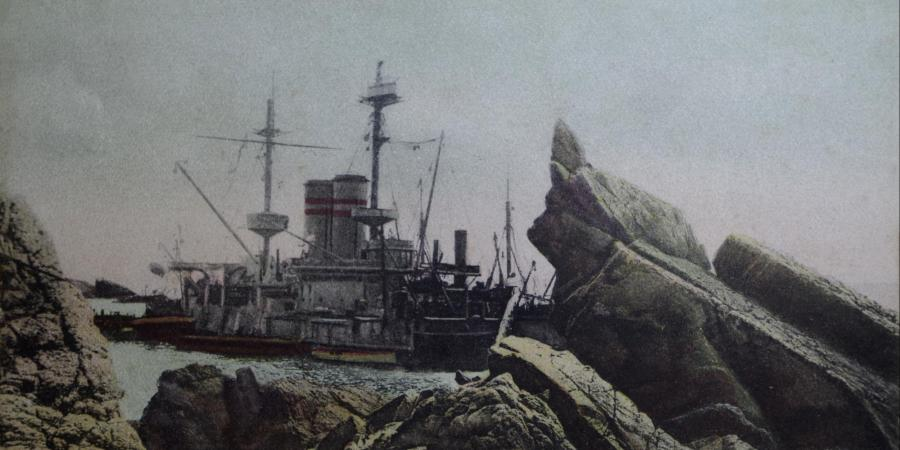 HMS Montagu shipwreck on the rocks at Lundy