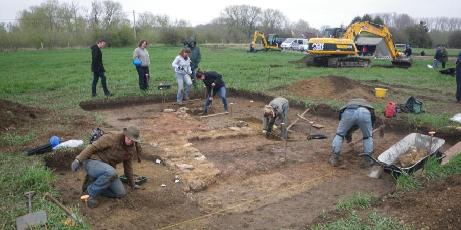 Excavating the remains of Romano-British buildings