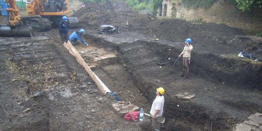 The Time Team excavating at Codnor Castle