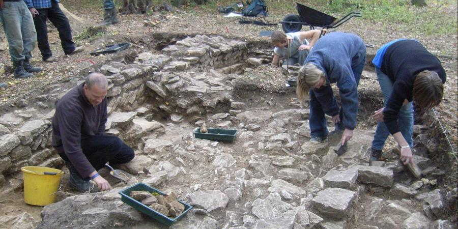 Excavating a trench at Bedford Purlieus Wood, Thornhaugh