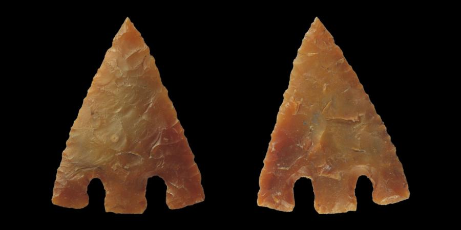 Barbed and tanged flint arrowhead
