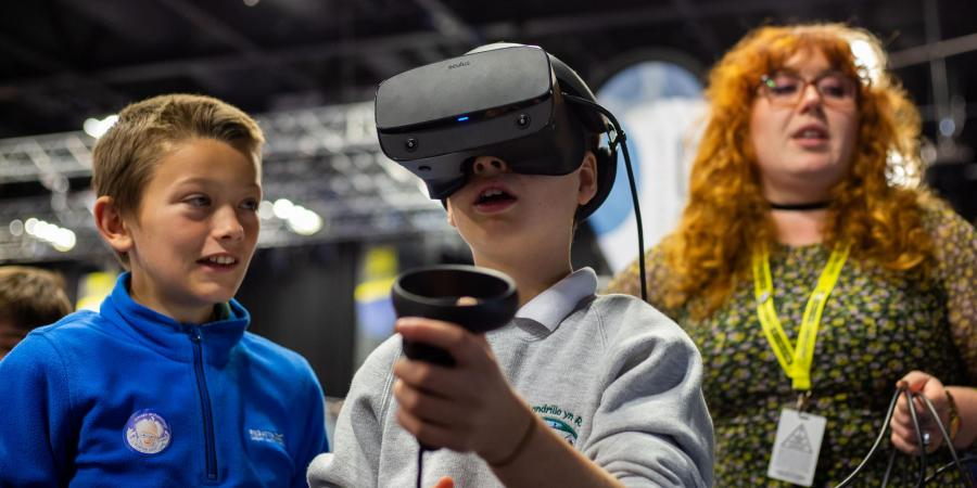 Virtual Reality (VR), Augmented Reality (AR) and Gaming