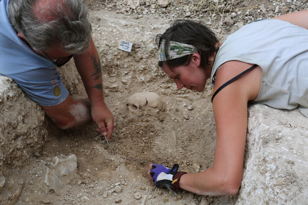 Excavation of a grave at Barrow Clump 2018