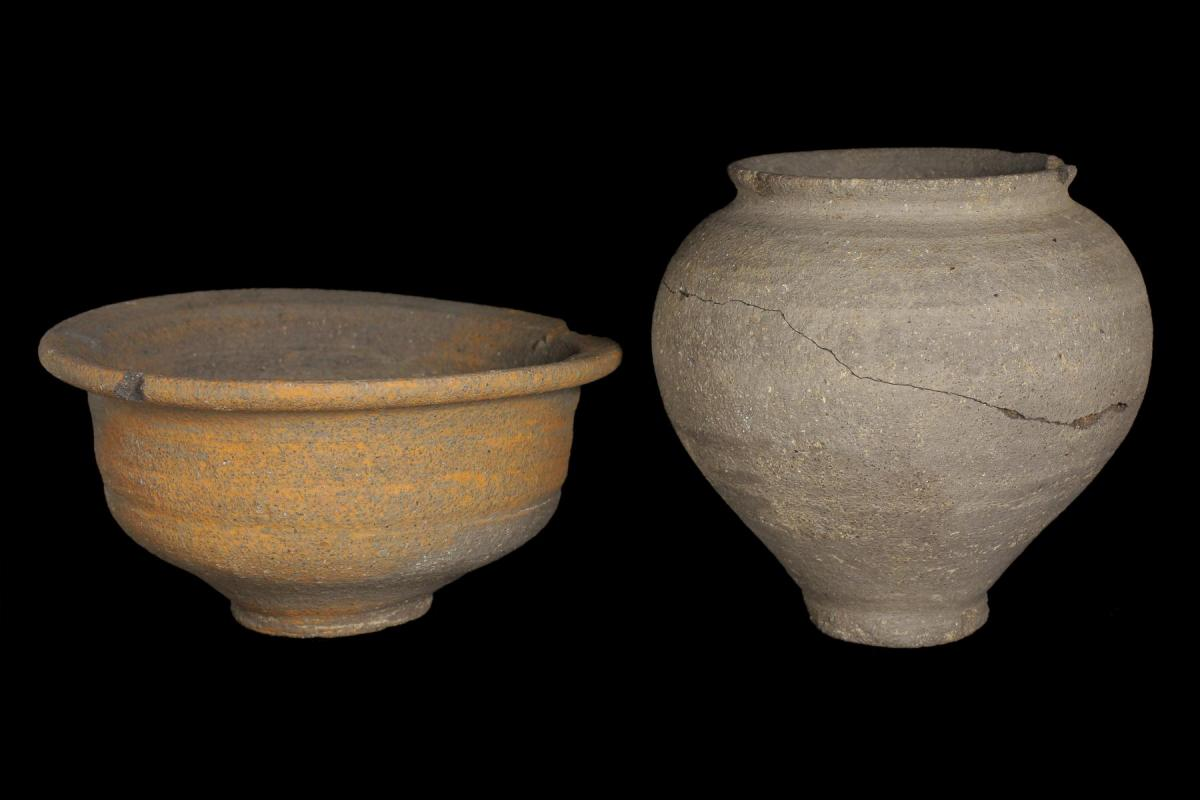 Carinated bowl and globular beaker, recovered from an early Roman grave on the Margate pipeline