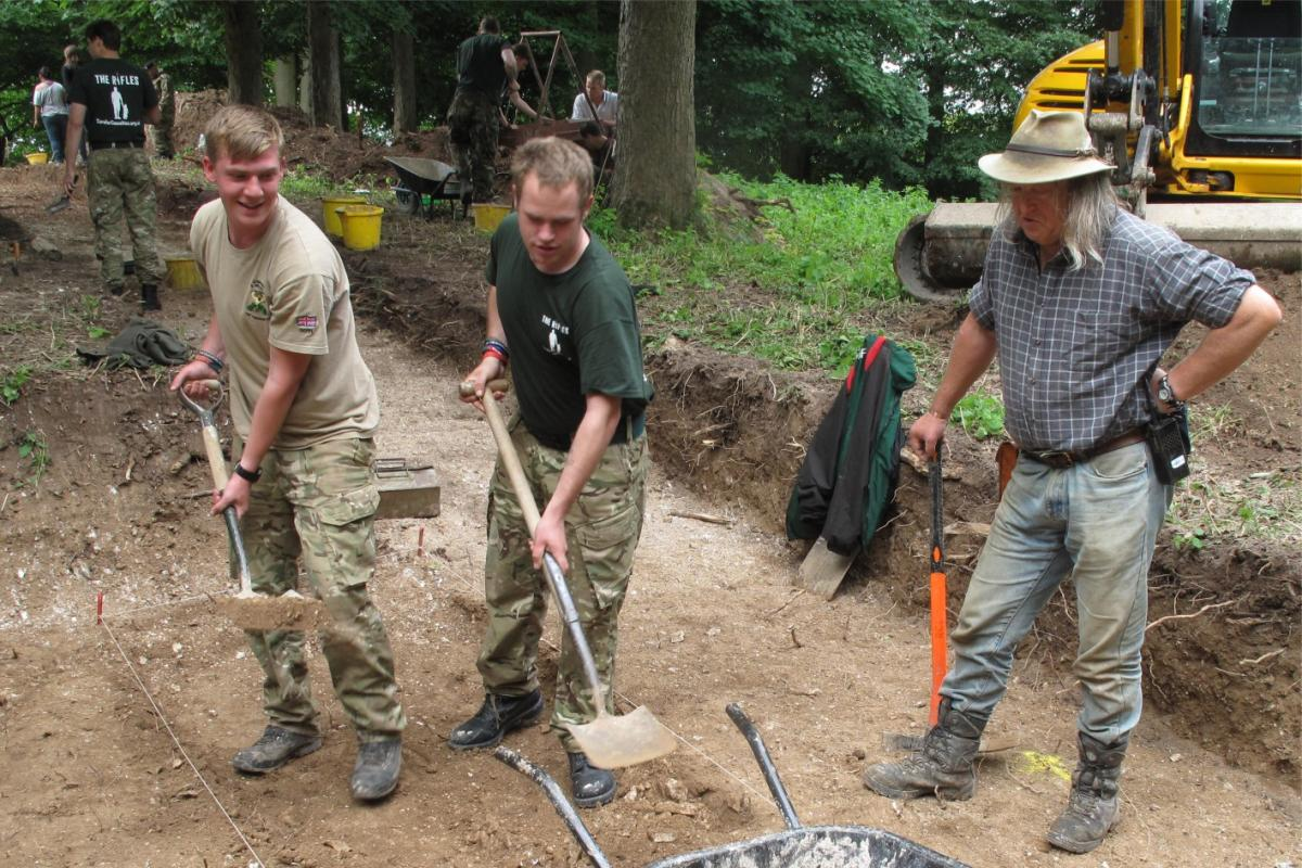 Phil Harding supervising soldiers during excavation work