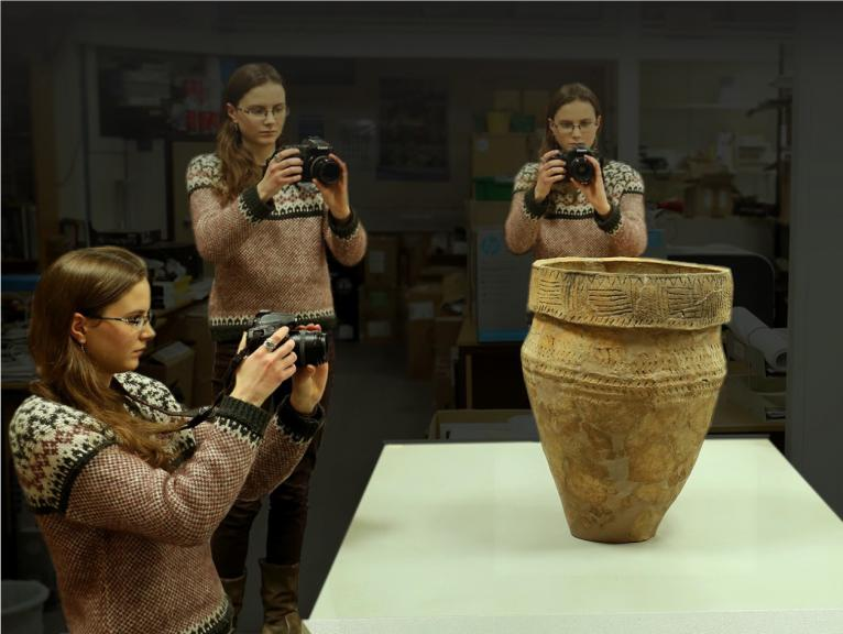 Recording a prehistoric pot using photogrammetry